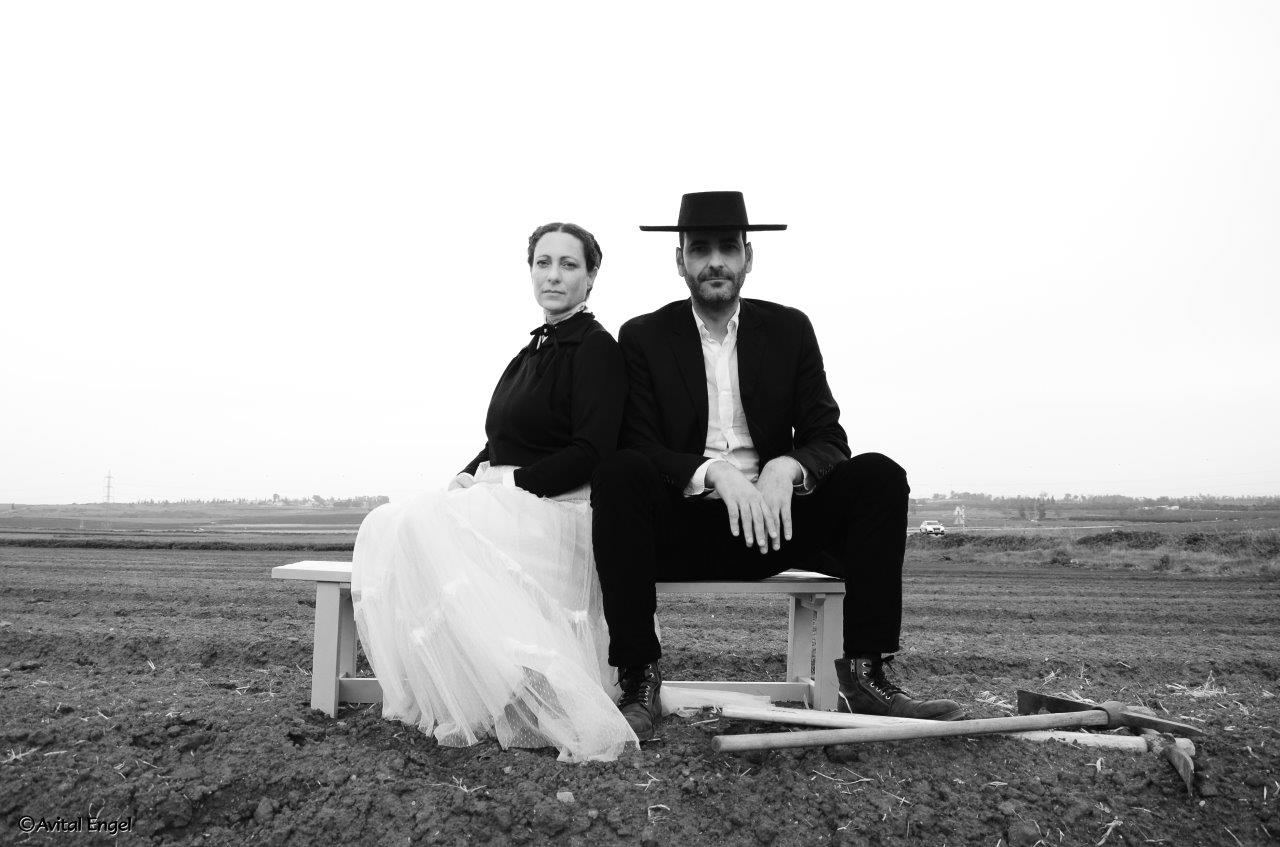 איש ואישה בשדה פרוייקט האיימיש בבלוג של תמריאנד מי תמרי סלונים ליבס צילום אביטל אנגל