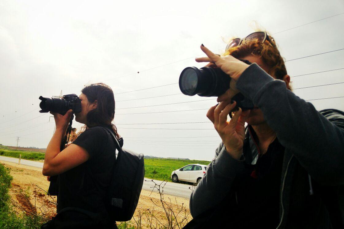 הבלוגרית והמעצבת תמרי סלונים ליבס ואביטל אנגל הצלמת מתוך צילומים לפרוייקט האיימיש בבלוג של tamariandme.com צילום: הגר אשחר ניר