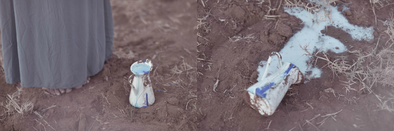 רגליים על אדמה וכד חלב שנשפך. מתוך הפוסט חיבוק של אדמה מהבלוג של תמרי סלונים ליבס tamariandme.com צילום: טלי רצקר